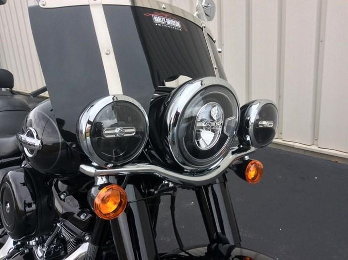 2018 Harley-Davidson FLHC - Softail® Heritage Classic Photo 6 sur 11