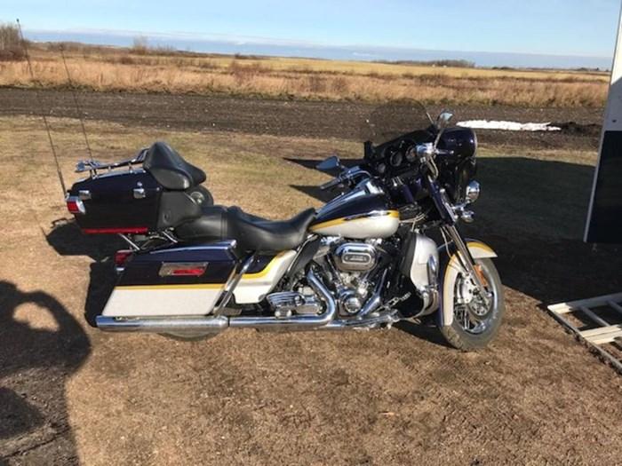 2012 Harley-Davidson FLHTCUSE7 - CVO™ Ultra Classic® Electra Photo 1 of 10