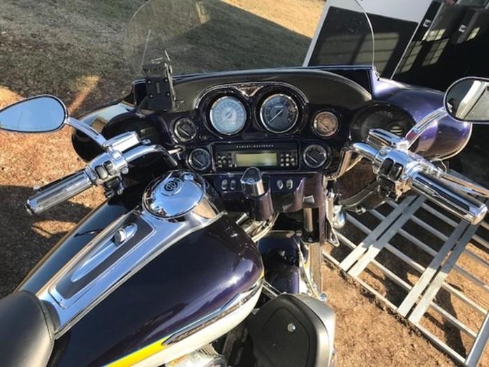 2012 Harley-Davidson FLHTCUSE7 - CVO™ Ultra Classic® Electra Photo 9 of 10