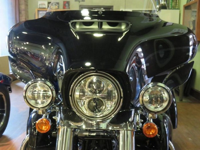 2019 Harley-Davidson FLHTCUTG - Tri Glide® Ultra Photo 2 of 15