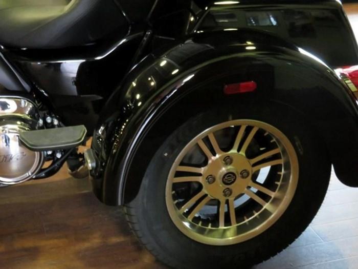 2019 Harley-Davidson FLHTCUTG - Tri Glide® Ultra Photo 12 of 15