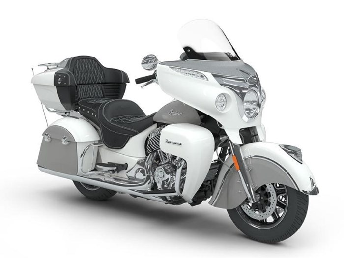 2018 Indian Motorcycle® Roadmaster® ABS Pearl White over Star Si Photo 8 of 11