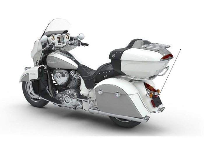 2018 Indian Motorcycle® Roadmaster® ABS Pearl White over Star Si Photo 9 of 11