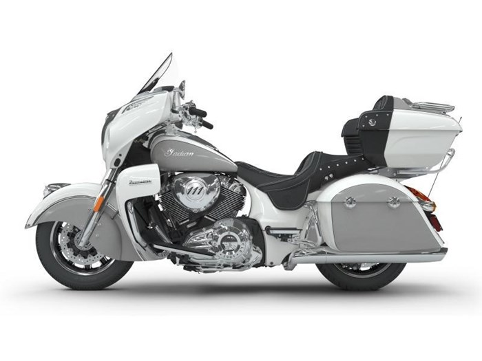 2018 Indian Motorcycle® Roadmaster® ABS Pearl White over Star Si Photo 10 of 11