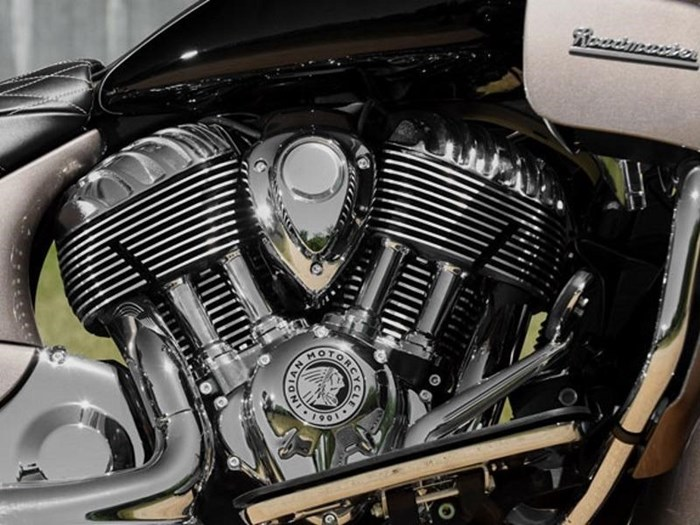 2018 Indian Motorcycle® Roadmaster® ABS Pearl White over Star Si Photo 11 of 11