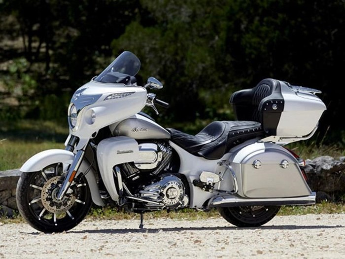 2018 Indian Motorcycle® Roadmaster® ABS Pearl White over Star Si Photo 6 of 11