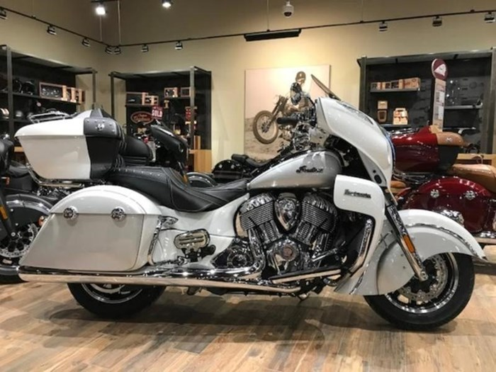 2018 Indian Motorcycle® Roadmaster® ABS Pearl White over Star Si Photo 1 of 11