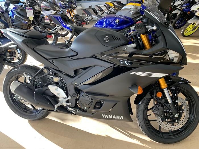 2019 Yamaha R3 Photo 2 of 3