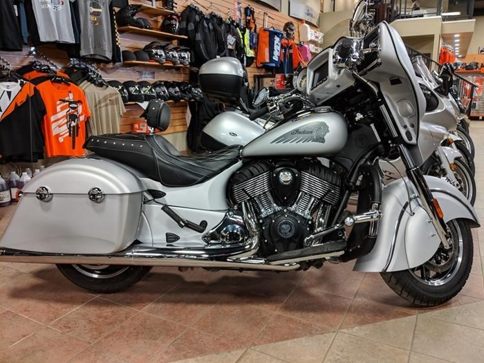 2018 Indian Motorcycle® Chieftain® Classic ABS Star Silver Smoke Photo 1 of 9