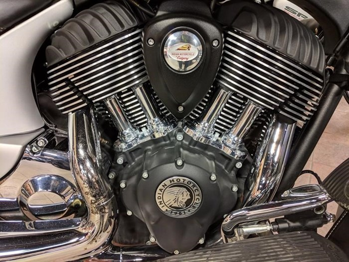 2018 Indian Motorcycle® Chieftain® Classic ABS Star Silver Smoke Photo 7 of 9