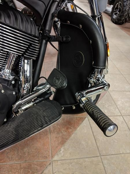 2018 Indian Motorcycle® Chieftain® Classic ABS Star Silver Smoke Photo 8 of 9