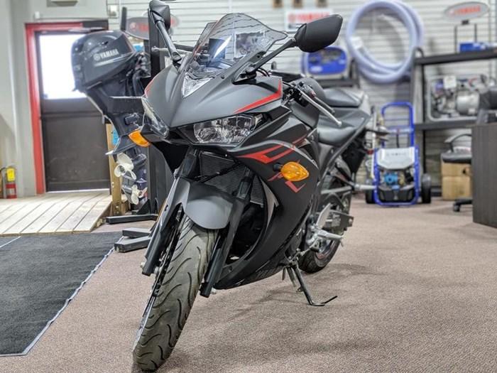 2017 Yamaha YZF-R3 ABS Photo 9 of 9