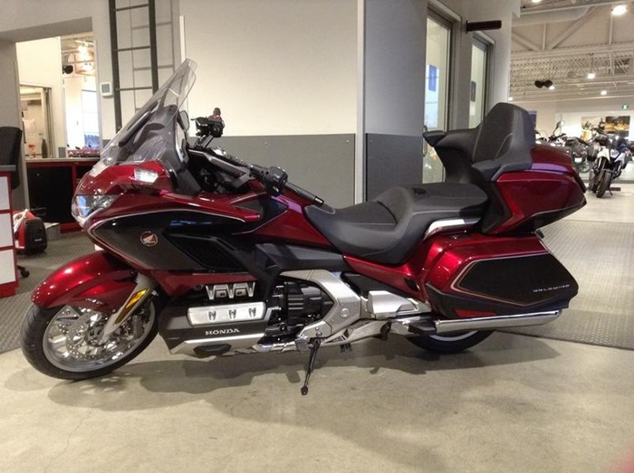 2019 Honda Gold Wing Tour DCT Airbag ABS Photo 2 sur 6