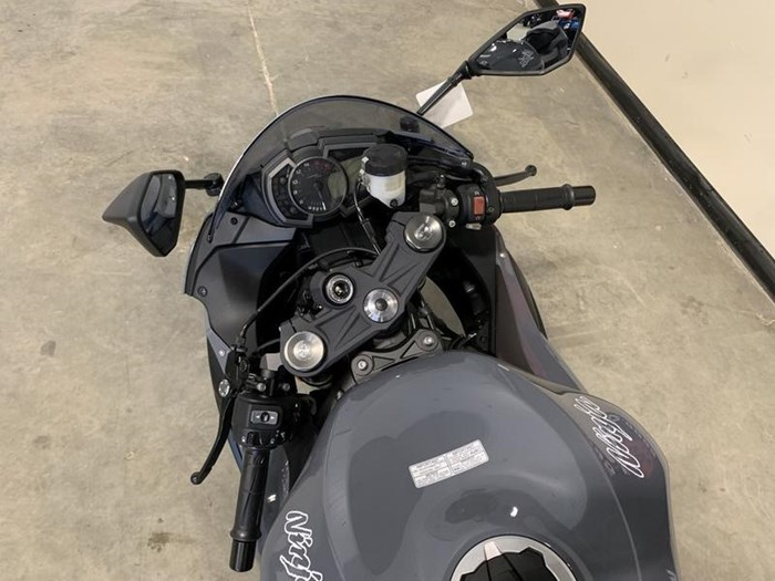 2019 Kawasaki Ninja ZX-6R ABS - Pearl Storm Gray Photo 5 sur 5