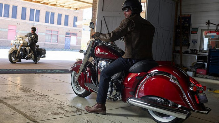 2018 Indian Motorcycle® Chief® Classic ABS Burgundy Metallic Photo 2 of 15
