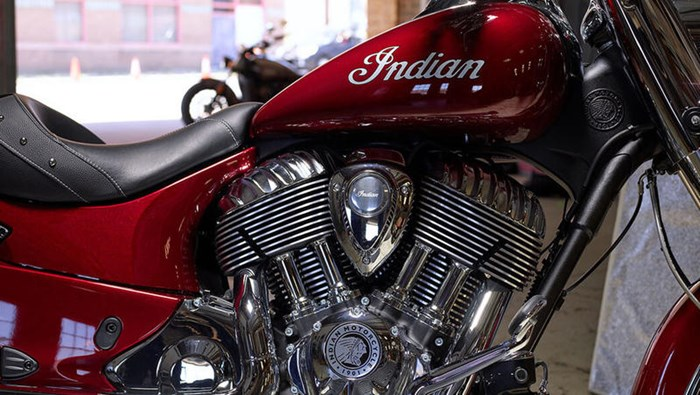 2018 Indian Motorcycle® Chief® Classic ABS Burgundy Metallic Photo 4 of 15