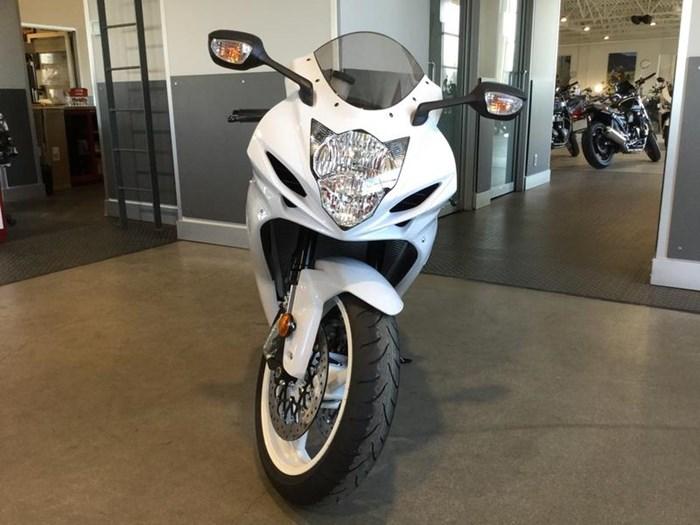 2019 Suzuki GSX-R600 Photo 2 of 6