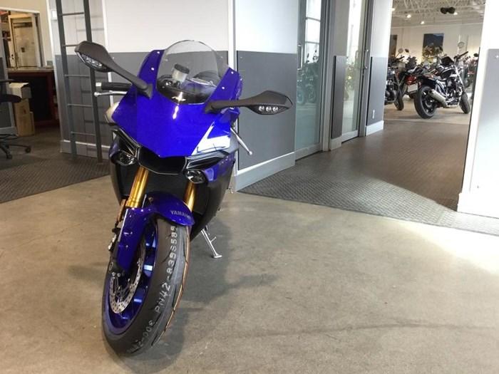 2019 Yamaha YZF-R1 Photo 2 of 5