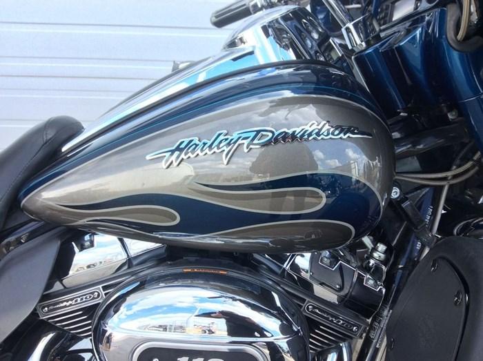 2010 Harley-Davidson CV0 ULTRA-CLASSIC - FLHTCUSE Photo 2 of 13