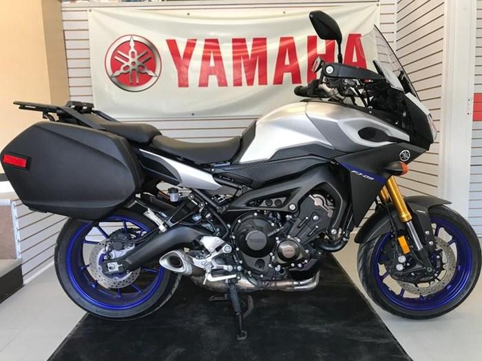 2016 Yamaha FJ-09 Photo 2 of 3