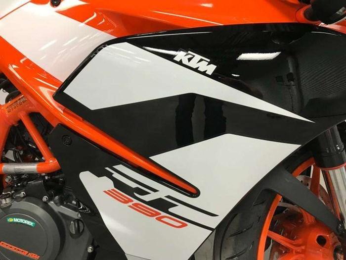 2018 KTM RC 390 Photo 8 of 9