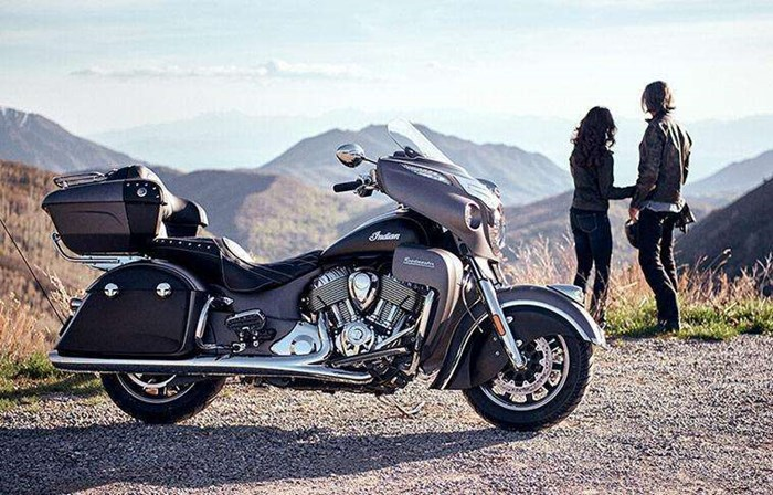 2019 INDIAN ROADMASTER PEARL WHITE STAR SILVER Photo 2 of 7