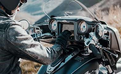 2019 INDIAN ROADMASTER PEARL WHITE STAR SILVER Photo 6 of 7