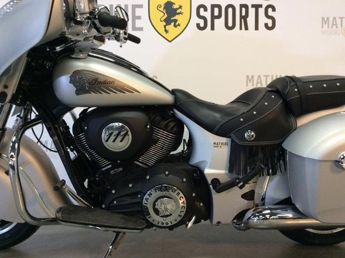 2018 INDIAN INDIAN CHIEFTAIN CLASSIC Photo 8 of 12