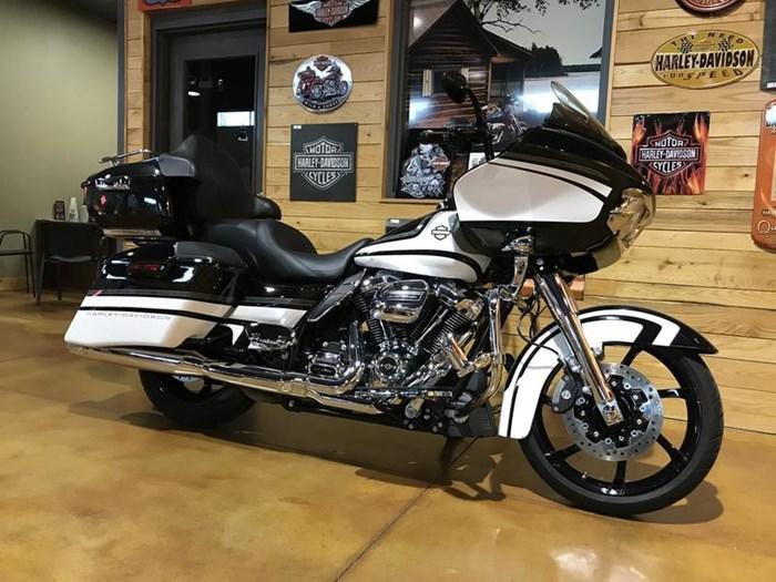 2017 Harley-Davidson FLTRXS - Road Glide® Special Photo 2 of 13