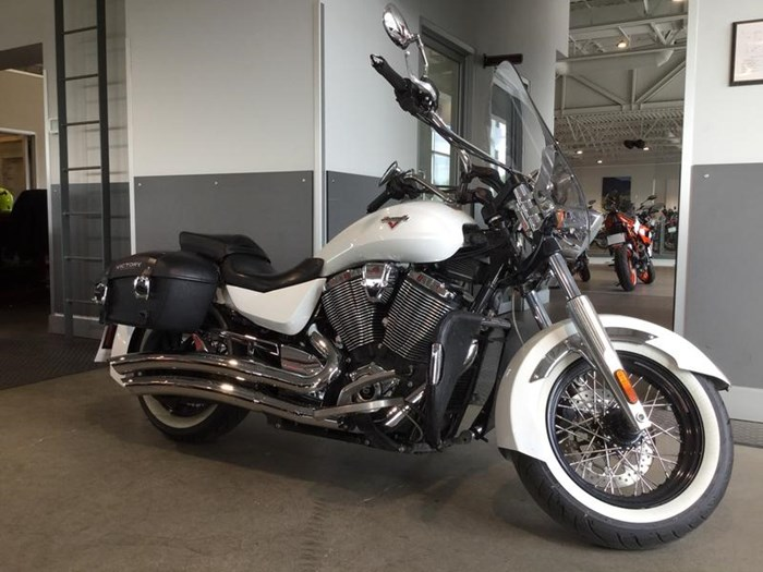 2013 Victory Boardwalk™ Pearl White Photo 3 of 6