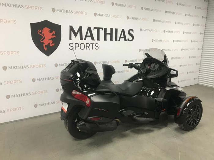 2016 Can-Am SPYDER RTS Photo 2 of 11
