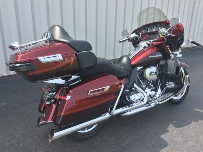 2014 Harley-Davidson FLHTKSE - CVO™ Limited Photo 3 of 11