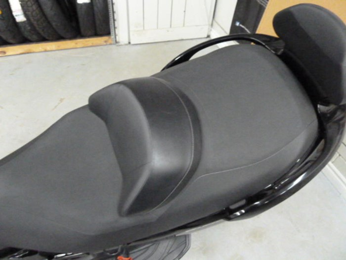 2013 Suzuki Burgman™ 650 Exec ABS Photo 3 of 4