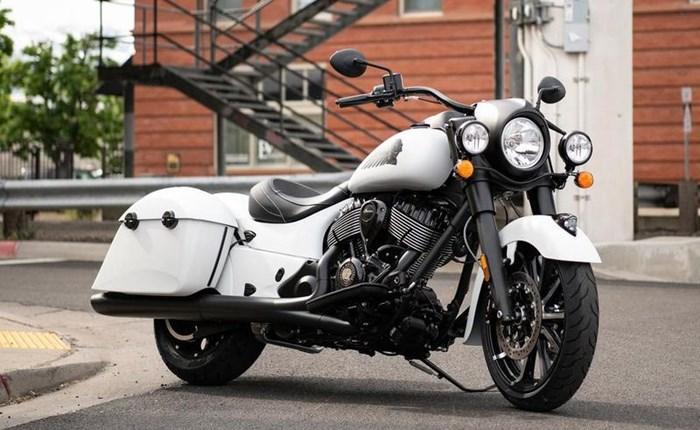 2019 Indian Motorcycle® Springfield® Dark Horse® White Smoke Photo 2 of 7