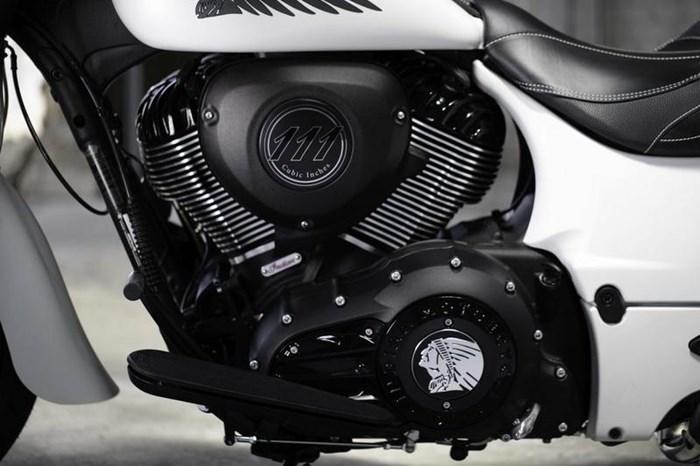 2019 Indian Motorcycle® Springfield® Dark Horse® White Smoke Photo 4 of 7