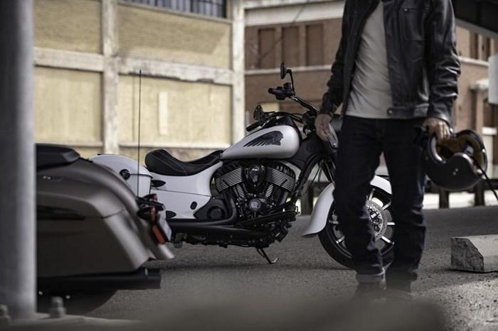 2019 Indian Motorcycle® Springfield® Dark Horse® White Smoke Photo 6 of 7
