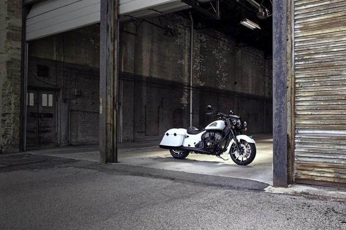 2019 Indian Motorcycle® Springfield® Dark Horse® White Smoke Photo 7 of 7