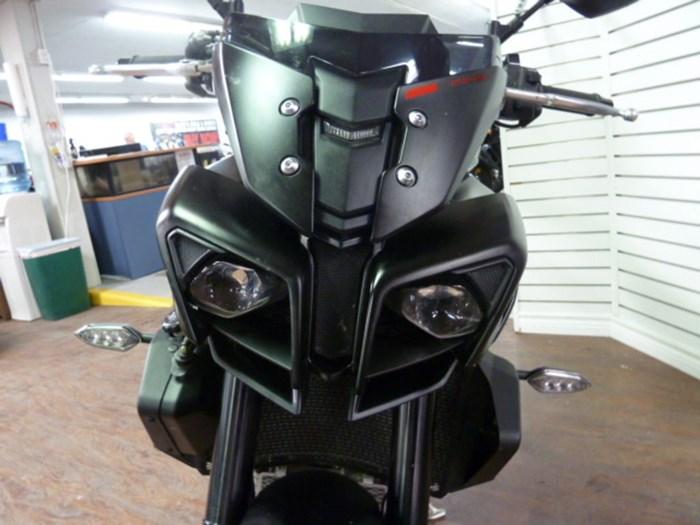 2017 Yamaha FZ-10 Dark Metallic Grey ABS Photo 3 of 8
