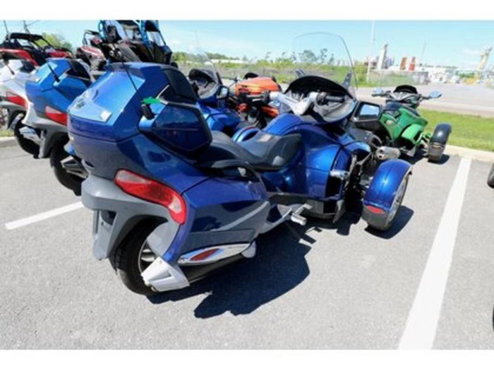 2011 Can-Am Spyder RT-S SM5 Photo 4 of 9