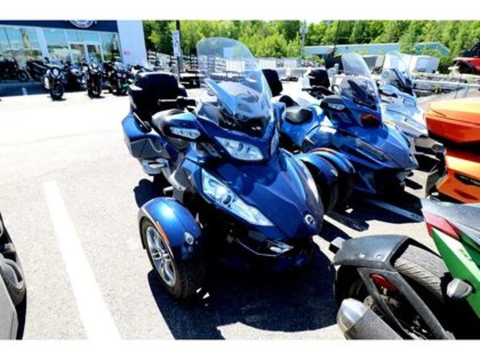2011 Can-Am Spyder RT-S SM5 Photo 3 of 9