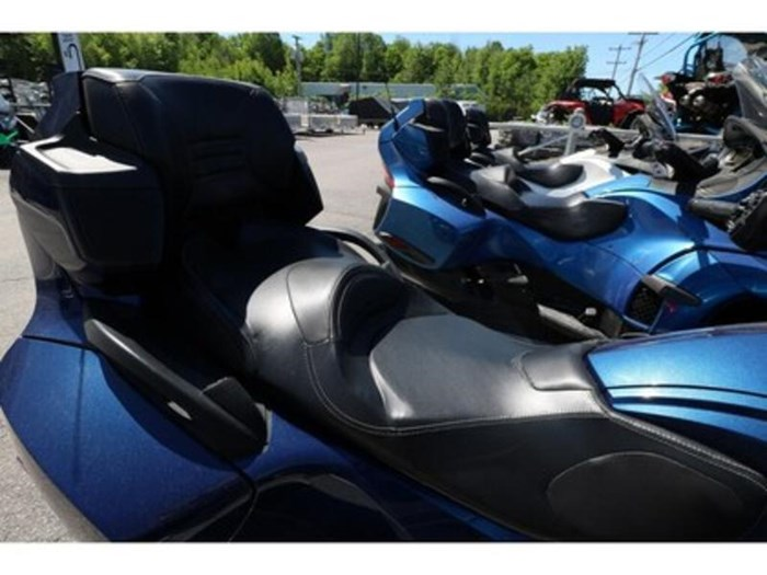 2011 Can-Am Spyder RT-S SM5 Photo 6 of 9