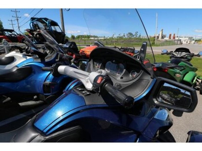2011 Can-Am Spyder RT-S SM5 Photo 7 of 9