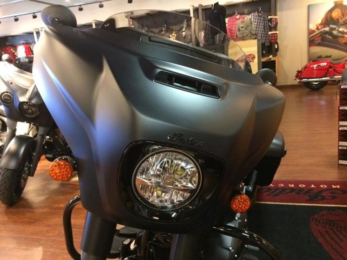 2019 Indian Motorcycle® Chieftain Dark Horse® Thunder Black Smok Photo 3 of 4