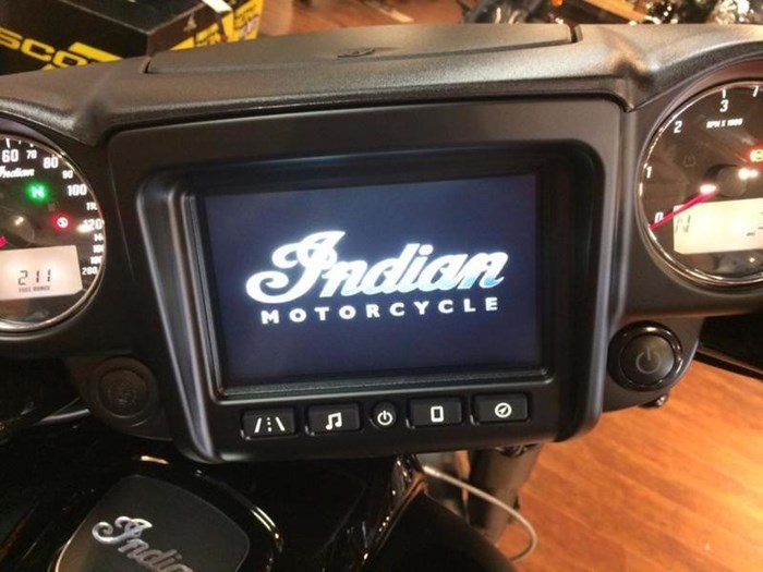 2019 Indian Motorcycle® Chieftain Dark Horse® Thunder Black Smok Photo 4 of 4