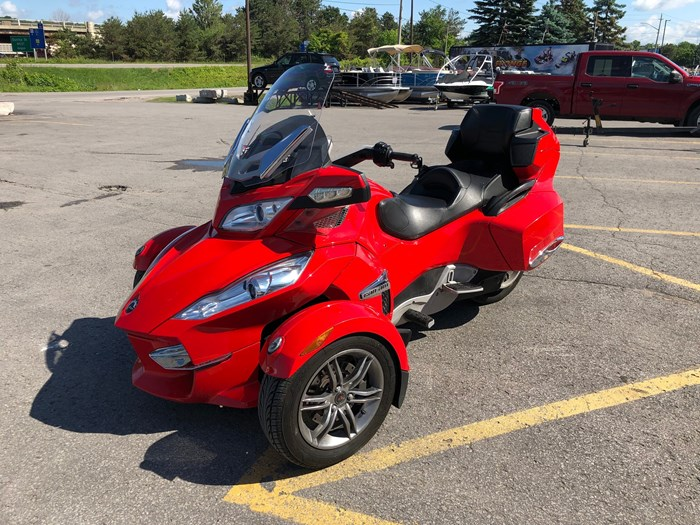 2012 Can-Am Spyder RT-S SE5 Photo 3 of 12