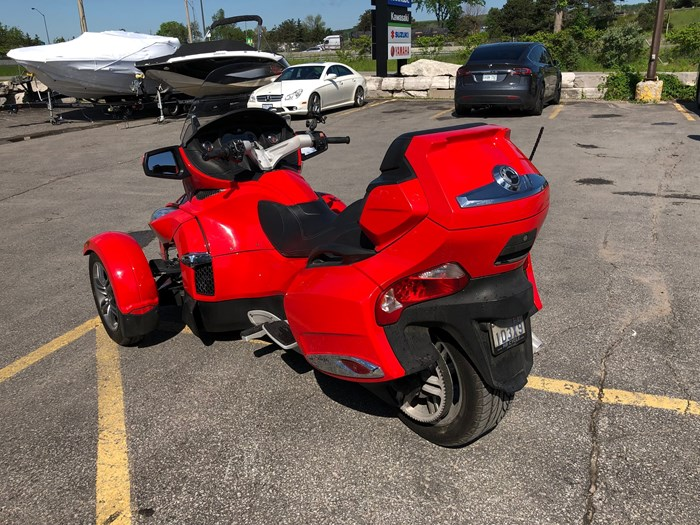 2012 Can-Am Spyder RT-S SE5 Photo 6 of 12