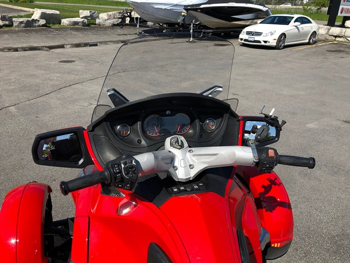 2012 Can-Am Spyder RT-S SE5 Photo 9 of 12