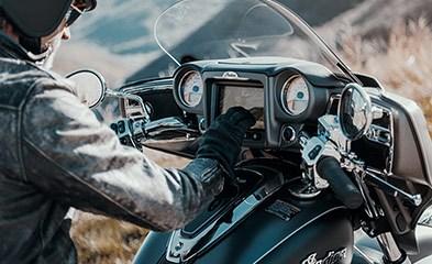 2019 INDIAN ROADMASTER BURGUNDY METALLIC Photo 6 of 7