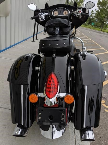 2016 Indian Motorcycle® Chieftain® Thunder Black Photo 3 of 17