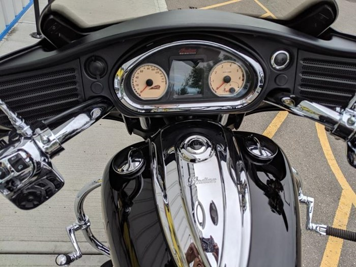2016 Indian Motorcycle® Chieftain® Thunder Black Photo 4 of 17
